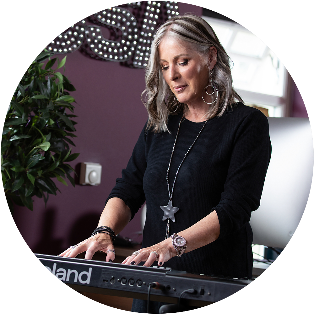 https://www.juliemilesvocalcoach.com/wp-content/uploads/2020/09/img-jm-circle-expertise.png